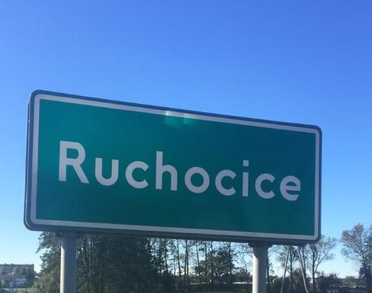 Zwiedzając Polskę można spotkać się z nazwami miejscowości, których nazwy wywołują zdziwienie, śmiech, a nawet wstyd. Zresztą nic dziwnego. Przygotowaliśmy dla was galerię ze zboczonymi nazwami wsi i miejscowości w naszym kraju. Te nazwy rozbawią was do łez!
