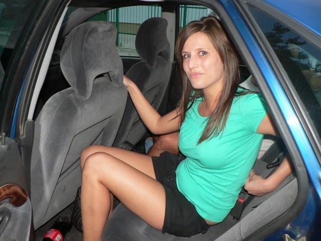 Justyna Hoczyk przywiozła do Pobierowa swoich znajomych. – Właśnie szukamy kwatery. Na razie czekamy w samochodzie. Wszędzie jest pełne obłożenie. Liczymy jednak, że coś się trafi – mówi z nadzieją.