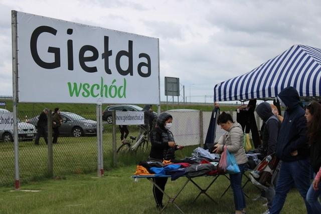 Organizowana co sobotę Giełda Wschód w Skołoszowie cieszy się sporą popularnością wśród mieszkańców sąsiednich o odleglejszych miejscowości.