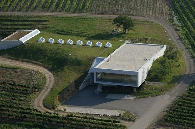 HILL – LEO HILLINGER WINERY, Austria, 2004 rokArchitektura i wino. Zobacz najciekawsze winnice w Europie (ZDJĘCIA)