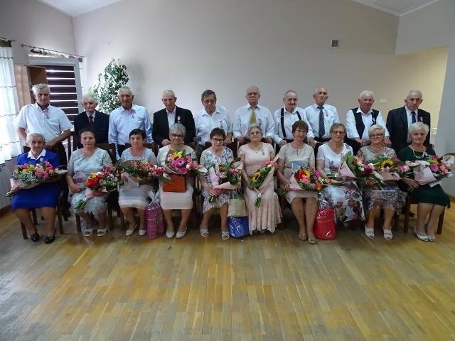 Złote i Diamentowe Gody w Starej Błotnicy świętowało w sumie 13 par małżeńskich z terenu gminy. Jubilaci dostali medale, odnowili przysięgi małżeńskie. Było też przyjęcie.