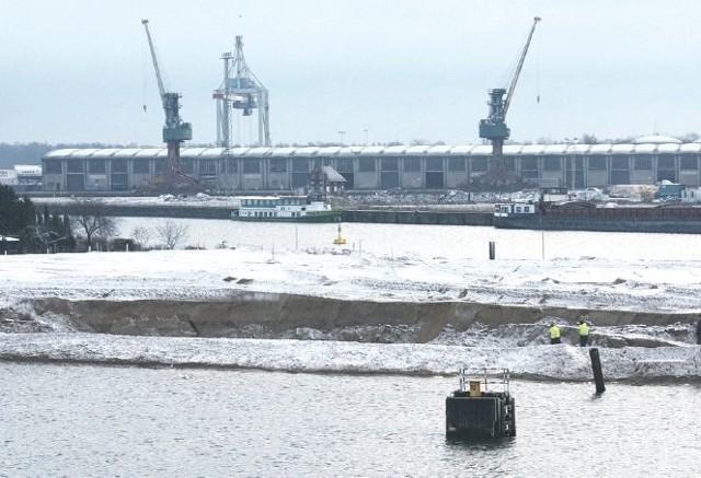 Wyspa Grodzka w Szczecinie. Już w tej chwili widać, jak osiadła cześć wyspy i powstał ogromny dół.