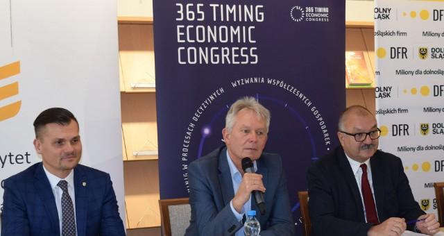 Od lewej Marek Ignor, prof. Andrzej Kaleta i Cezary Przybylski