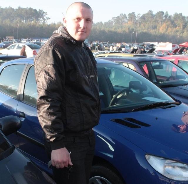 Andrzej Salwa przyjechał wczoraj do Miedzianej Góry sprzedać peugeota 206 z 2002 roku, którego wystawił z ceną 11,3 tysiąca złotych.