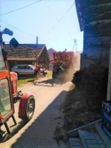 Jerzmanowice-Przeginia. Wiosenne naprawy dróg gminnych. Niewielki ruch sprzyja pracom ekip remontowych [ZDJĘCIA]