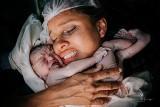 Oto najlepsze zdjęcia porodów. Te fotografie narodzin przełamują tabu. Konkurs Birth Photography 2021 rozstrzygnięty