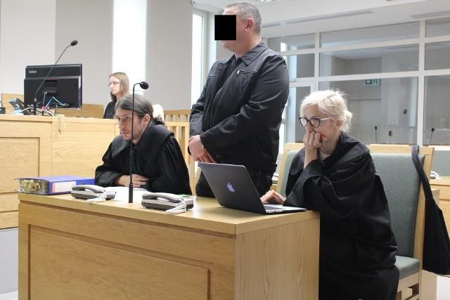 Oskarżony Mirosław N. ma prawomocny wyrok za narażenie żony na śmierć