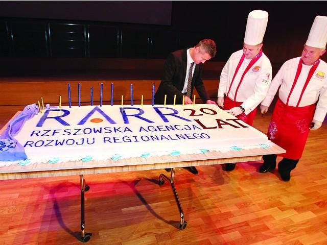 Rzeszowska Agencja Rozwoju Regionalnego ma 20 latRARR świętował 20-lecie naprawdę uroczyście. Były setki gości i potężny tort.