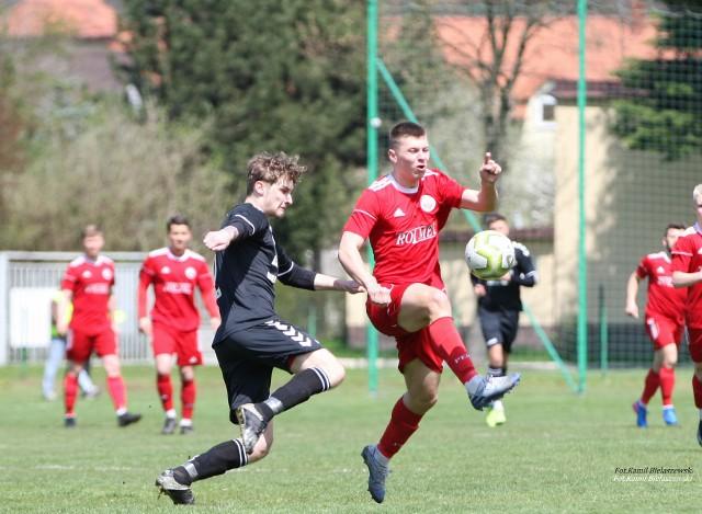 Znakomite widowisko, jak na klasę okręgową stworzyli piłkarze Orląt Kielce i Sparty Kazimierza Wielka. Goście prowadzili 2:0, 3:1, a ostatecznie wygrali 3:2.