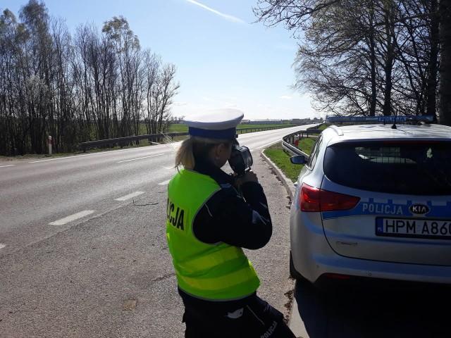 Policjanci kolejny raz apelują o rozsądek na drodze i przestrzeganie przepisów ruchu drogowego.
