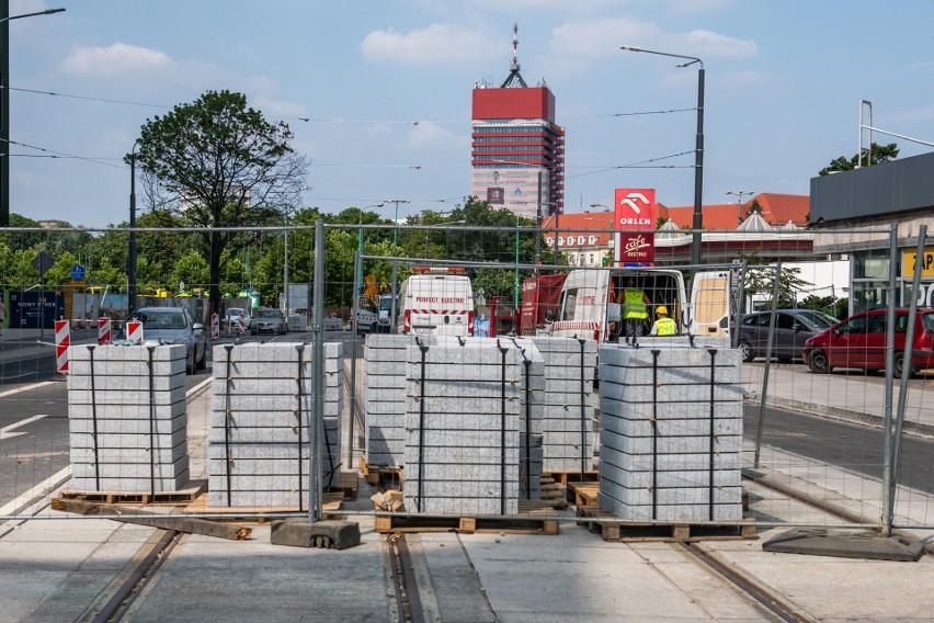 Trwa podzielona na dwa etapy przebudowa torowisk na ulicach...