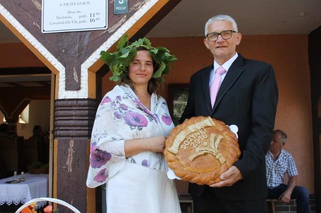 Starostowie dożynek Bożena Schabikowska i Juliusz Bem