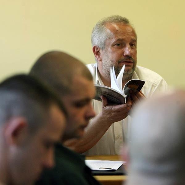 - Twórczość literacka dla więźniów to swoista terapia - mówi Jerzy Fąfara.