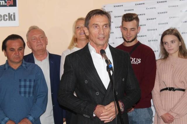Kandydat prezydenta Tomaszowa Mazowieckiego z ramienia Kukiz'15  pokazał się w tym tygodniu na konferencji prasowej. To Grzegorz Kowalski, 60-letni przedsiębiorca, do tej pory nie znany w mieście ze swojej działalności samorządowej. Może się jednak okazać, że Kowalski kandydatem na prezydenta... był tylko podczas konferencji prasowej.