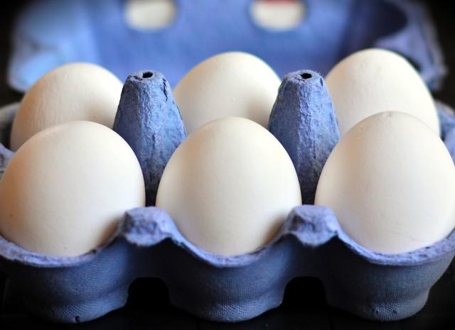 Skażone jajka w sklepach! Główny Inspektorat Sanitarny ostrzega. Sprawdź numer serii!