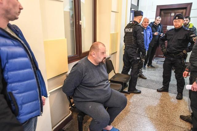 Krzysztof Ś. usłyszał zarzut zabójstwa żony z zamiarem bezpośrednim. Twierdził, że spożywał alkohol i pokłócił się z żoną. Dalszego toku wydarzeń, mówi że nie pamięta.