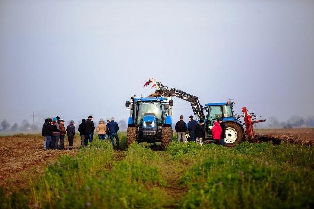 Uruchomiliśmy pokazy polowe dla rolników. Chcemy, by nasi przyszli klienci, mogli naocznie ocenić jakość wykonania naszych maszyn i samodzielnie je przetestować - mówi Mariusz Dąbrowski, prezes Cynkometu.