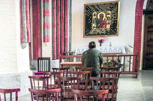 W obliczu pandemii kościoły opustoszały. Za to oferta modlitwy w internecie z dnia na dzień jest coraz bogatsza.