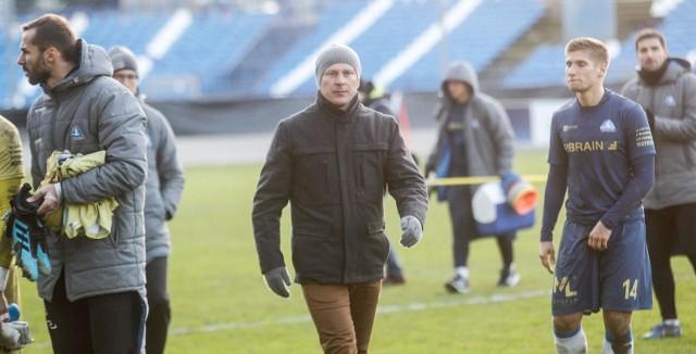 Janusz Niedźwiedź był trenerem Stali Rzeszów od 19 czerwca 2018 roku. Wywalczył z nią m.in. awans do 2 ligi.