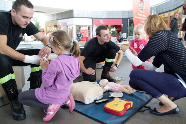 Podczas dnia otwartego NFZ można było m. in. dowiedzieć się, czy jest się ubezpieczonym w ramach NFZ. A z okazji Światowego Dnia Udzielania Pierwszej Pomocy ratownicy uczyli reanimacji noworodka, dziecka i dorosłego.