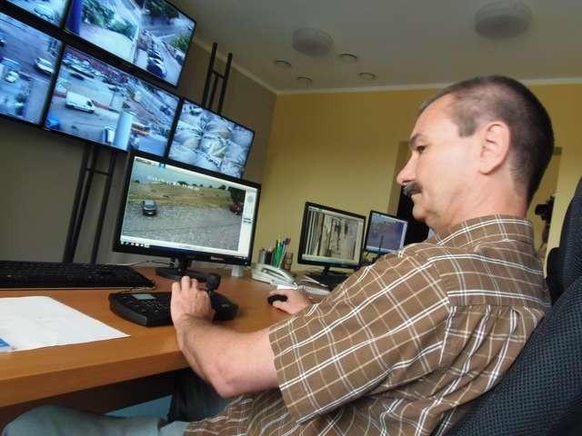Dziesięciu pracowników Straży Miejskiej na zmianę całodobowo i przez siedem dni w tygodniu obserwować będzie miejski monitoring w nowym centrum dowodzenia