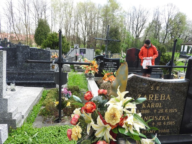 W Andrychowie mieszkańcy będą mogli dojechać autobusami na cmentarz, choć zapowiadało się, że w tym roku nie będzie to możliwe