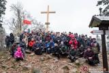 Wnieśli nowy krzyż na Łysicę (WIDEO, ZDJĘCIA)