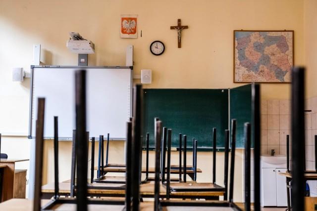 Czy uczniowie wrócą do szkół w roku szkolnym 2020/2021? Ministerstwo Edukacji Narodowej tłumaczy, że resort przygotowuje się do realizowania tradycyjnej nauki od września.