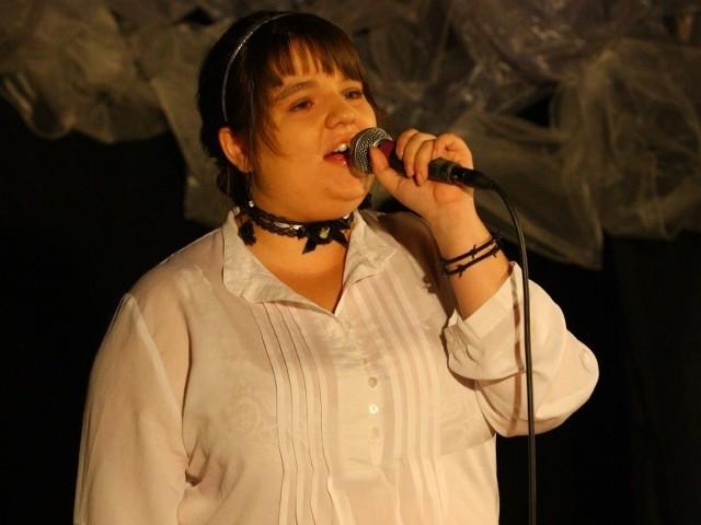 - Bóg nigdy mnie nie zawiódł, a piosenki religijne pomagają mi w ciężkich chwilach - mówiła Joanna Wicher z Domecka.