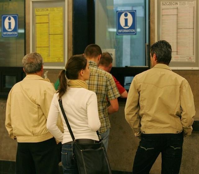 Informacje o pociągach są udzielane w tym okienku tylko w języku polskim. Kto nie zna naszego języka, musi sobie radzić sam.