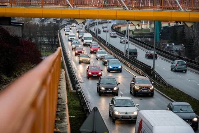 Badania nt. sprowadzania samochodów z zagranicy przeprowadził Instytut Badań Rynku Motoryzacyjnego SAMAR. Zobaczcie, jakie modele aut są najczęściej sprowadzane do Polski!Ranking TOP 20 możecie sprawdzić na kolejnych stronach ---->