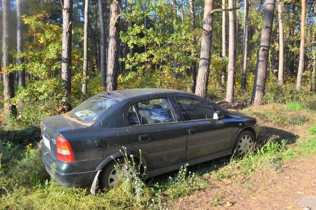 Opel astra zmarłego działkowca został wiosną wypchnięty z działek do lasu