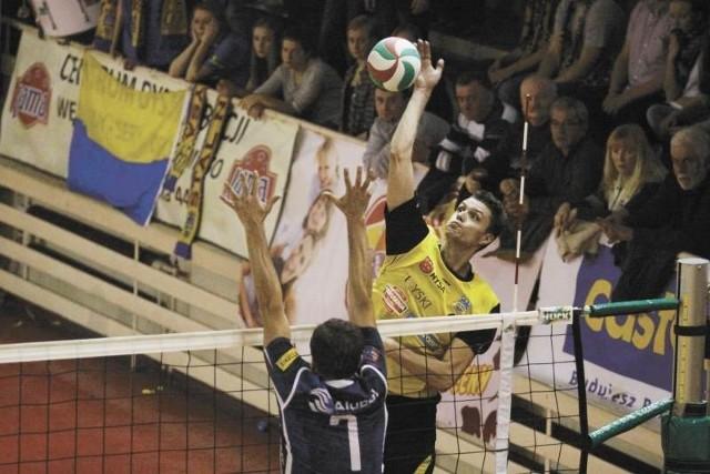 W akcji Kamil Długosz. Przyjmujący Stali w ostatnim występie w poprzednim roku zagrał bardzo dobre zawody w Siedlcach i walnie przyczynił się do wygranej 3:0.