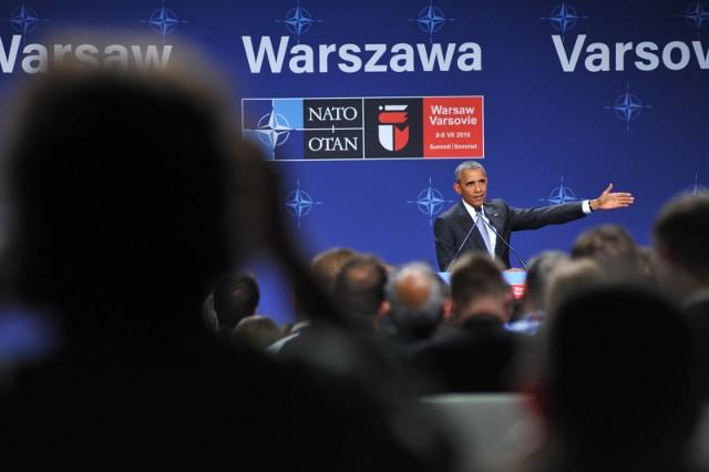 """Barack Obama w książce """"A Promise Land"""" opisuje spotkania z politykami świata. Putin, Cameron, Merkel, Sarkozy - jak ich opisał?"""