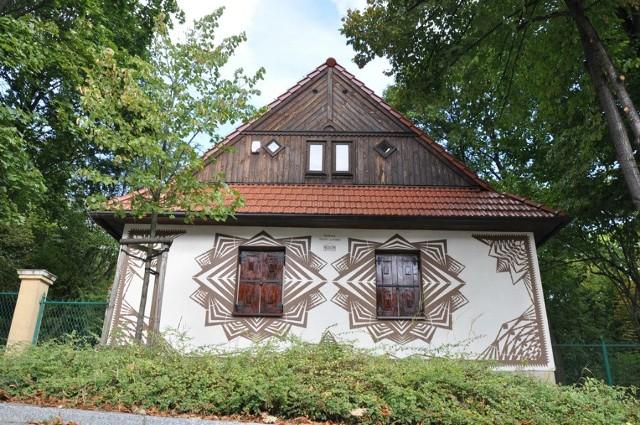 Częstochowa ma nowy mural. Nawiązuje do ludowych wycinanek