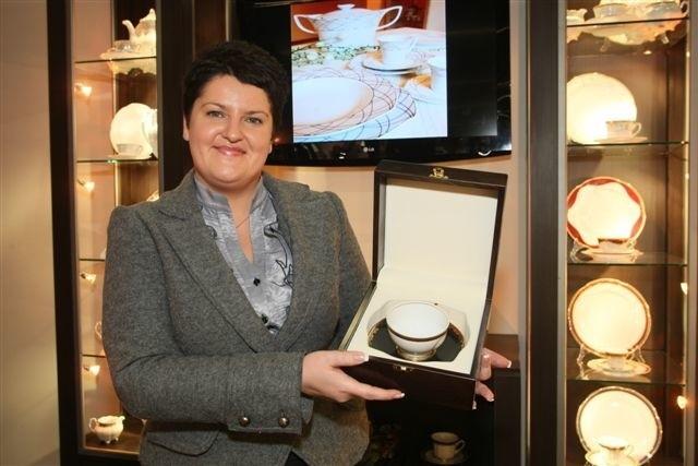Joanna Niedziela, dyrektor handlowy Zakładów Porcelany Ćmielów, zapowiada we Franfurcie światową premierę nowych fasonów porcelany.