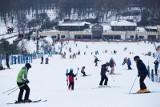 """Jarosław Gowin: """"Stoki narciarskie zimą będą otwarte"""". Ale branża hotelarska będzie zamrożona"""