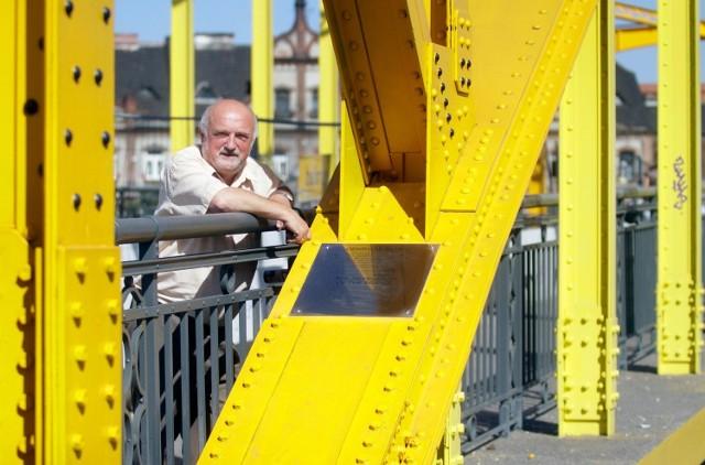 - Po ogłoszeniu stanu wojennego śniłem, że wojsko przemalowało most na szaro - opowiada Grzegorz Boros