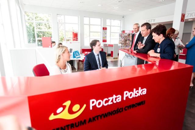 Minister Andrzej Halicki i wojewoda Ewa Mes (z prawej) w otwartym wczoraj w Bydgoszczy Centrum Aktywności Cyfrowej