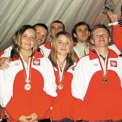 Brązowa drużyna. Drugi od lewej Jakub Rutkowski, drugi od prawej Mateusz Krzywiński.