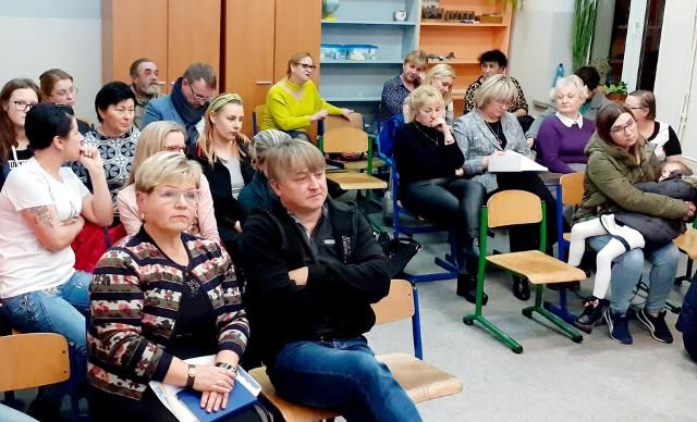 Kilkunastu rodziców pojawiło się na szóstym spotkaniu w sprawie likwidacji szkoły podstawowej w Radnicy.