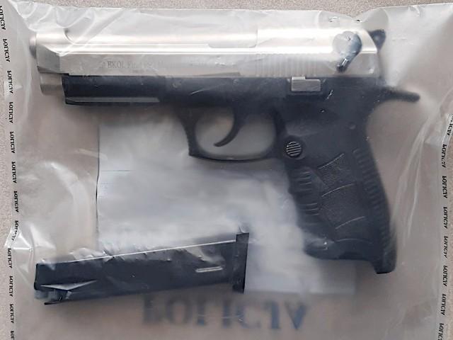 Broń, z której strzelał pijany 29-latek, została zabezpieczona.