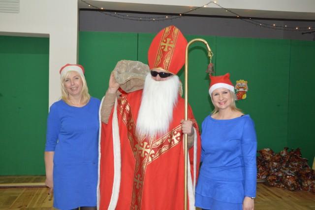 Święty Mikołaj ze swoimi śnieżynkami