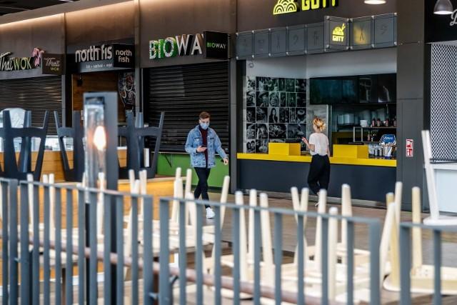 """Jak wyjaśnia ekspertka, przed wybuchem pandemii mówiono o tym, że """"centra handlowe zmieniają się z miejsc robienia zakupów w strefy spędzania wolnego czasu""""."""