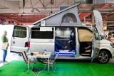 Planujesz wakacje z kamperem? Zobacz, ile kosztuje wypożyczenie domu na kółkach i jakie są dodatkowe opłaty