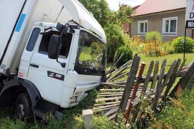 Wypadek w NiskuW wyniku wypadku obrażeń doznały podróżujące samochodem osobowym kobiety. Obie zostały przewiezione do szpitala. Kierująca pojazdem miała złamaną lewą rękę. Znacznie cięższych obrażeń doznała jej matka, kobieta ma złamany kręgosłup.