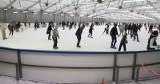 Wrocławskie lodowiska w czasie pandemii. Ile osób z nich korzysta, jakie zasady obowiązują?
