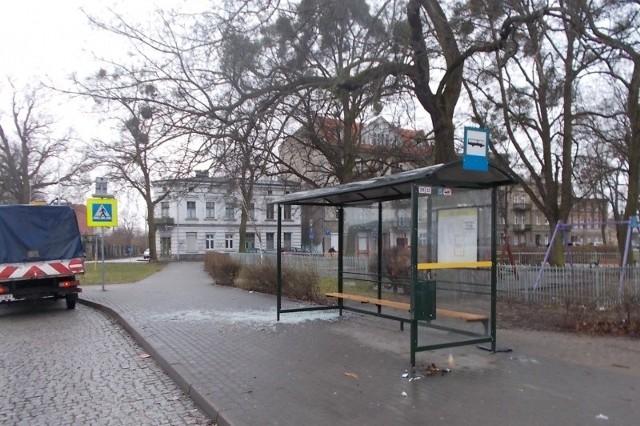 Niedawno zdewastowane zostały kolejne przystanki: przy ul. Drzymały i Turystycznej.