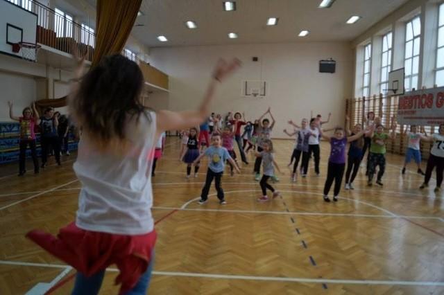W sobotę tańczyli zumbę. I starsi, i młodsi uczestnicy świetnie się bawili.