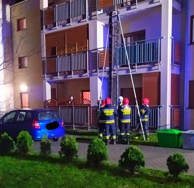 Strażacy pomogli 3-letniej dziewczynce, która zatrzasnęła się w mieszkaniu